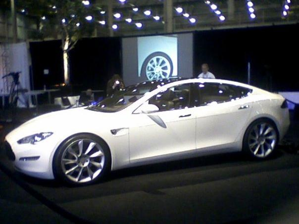 SportwagenTesla Model S